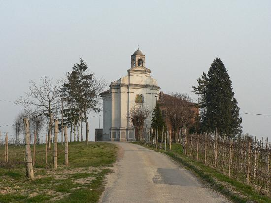 Agriturismo Cascina Papaveri: the local church