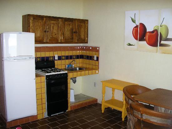 Brisas Del Mar: kitchenette area July 2006