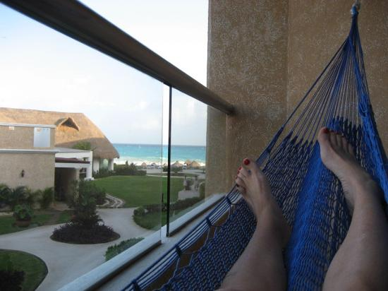Hotel south pool picture of heaven at the hard rock for Balcony hammock