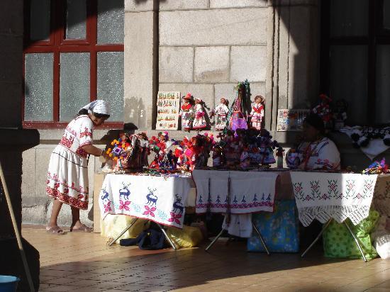 Hotel Fray Junipero Serra : Huichol vendors
