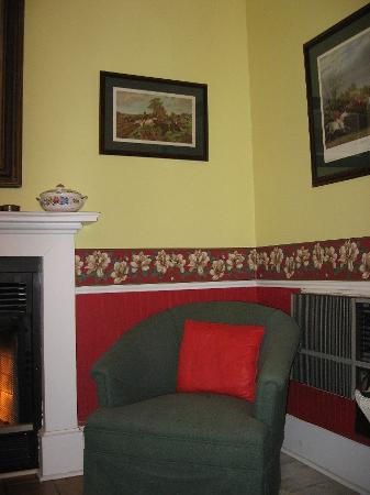 Captain's Castle and Carriage House Inn : Sitting Area