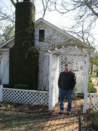 Captain's Castle and Carriage House Inn: Cottage