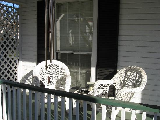 Captain's Castle and Carriage House Inn: Front Porch