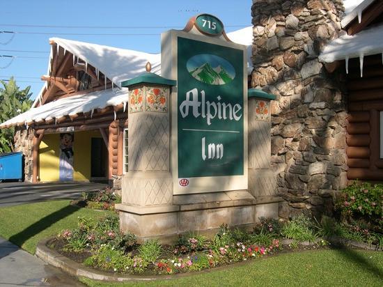 Alpine Inn: Main front sign