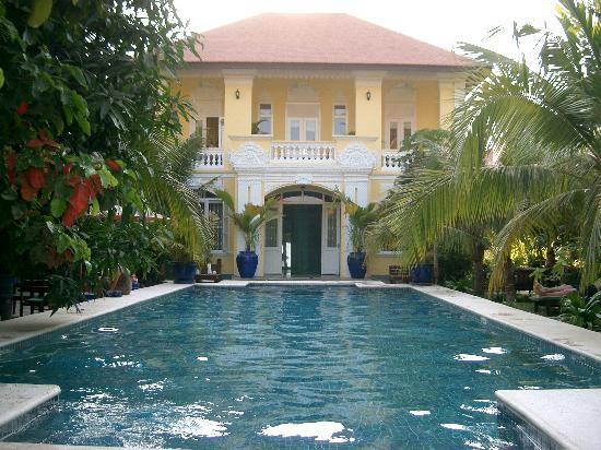 The Pavilion: Hotel exterior