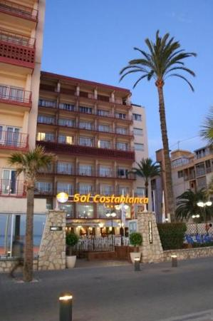 ‪‪Sol Costablanca‬: The Hotel - early evening‬