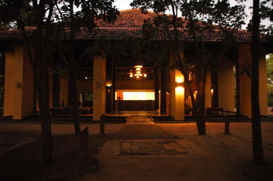 Barberyn Beach Ayurveda Resort: Reception at Dawn