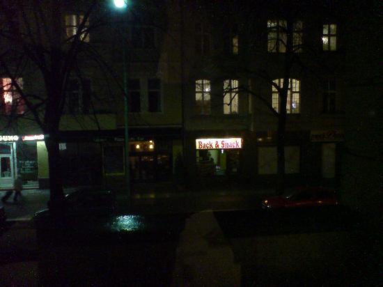 Hotel Alte Galerie: View across the street at night