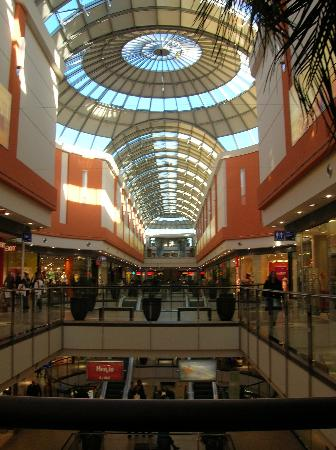 Hotel Geyer: New indoor mall: steps from the Hotel