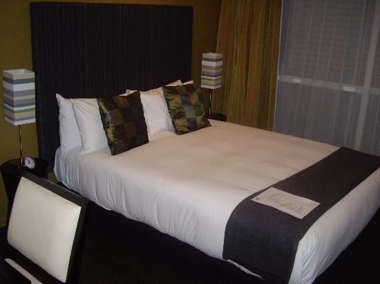 The Quadrant Hotel and Suites Auckland: Studio Room Queen Bed