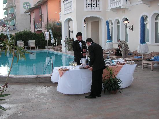 Hotel Casa Bianca al Mare: drinks evening on the terrace