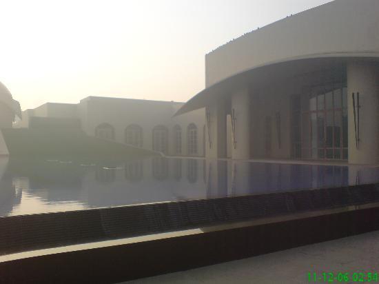 Trident, Gurgaon : entrance (pics taken on my mobile)