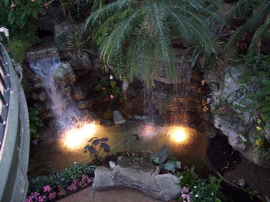 GuestHouse Inn & Suites Nashville/Music Valley : Gaylord Opryland Resort ( Look But Don't Stay)
