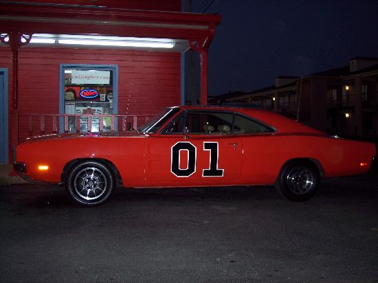 GuestHouse Inn & Suites Nashville/Music Valley : Cooters (General Lee