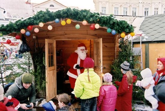 St. Petersbourg Hotel: Santa looking after kids at Christmasmarket