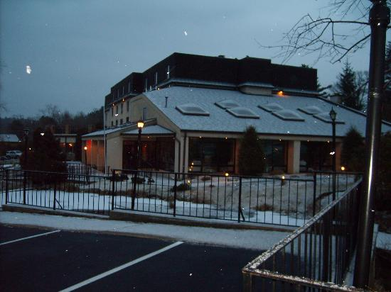 Meadowbrook Inn & Suites: Meadowbrook Inn in the snow