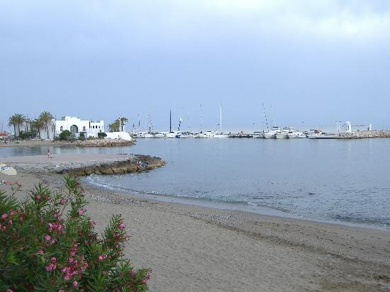 Marbella, İspanya: The Beach quite late in the day!