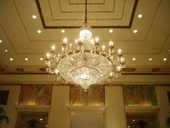 Waldorf Astoria New York Chandelier In The Lobby