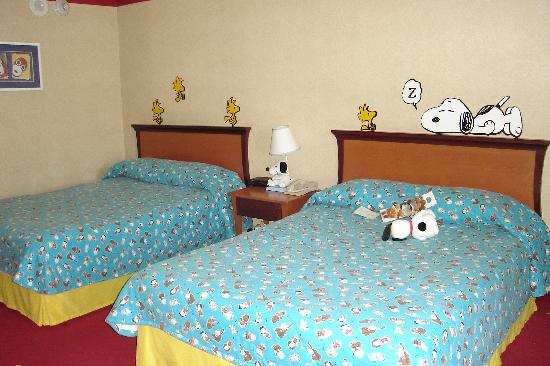 Knottu0027s Berry Farm Hotel: Snoopy Room