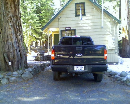 Tahoma Lodge: front view of Aspen with parking spot right in front