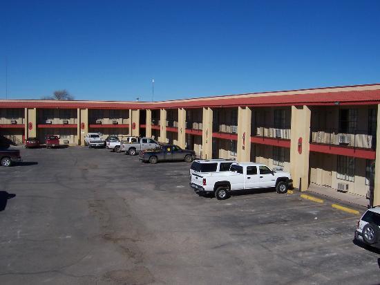Lovington Inn : View of hotel rooms from outside
