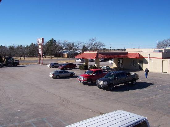 Lovington Inn : View of hotel parking lot