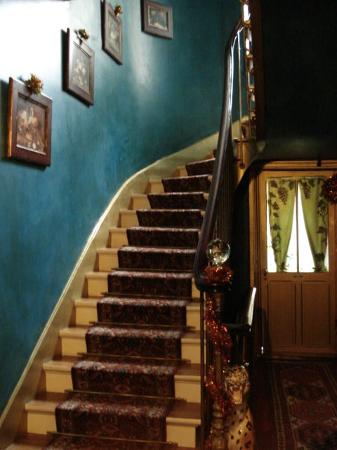 Ermitage Hotel Sacre-Coeur: Stairs as you enter the building