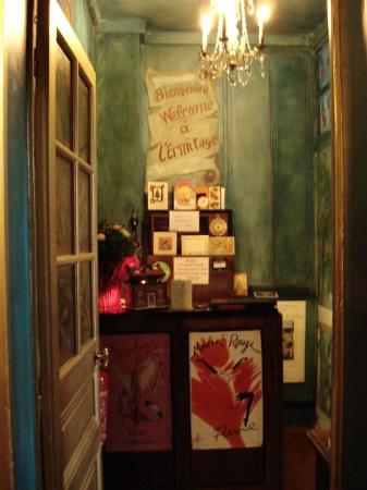 Ermitage Hotel Sacre-Coeur: Front Desk