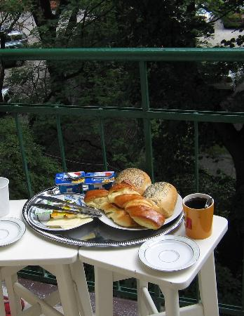 Janexim Krakow Guest Rooms & Apartments : Breakfast on the balcony - nice!