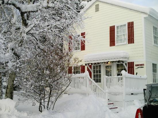 Wildflower Inn: Winter Wonderland