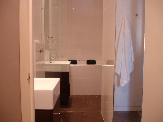 Ramada Perth, The Outram : The open shower, or wet area