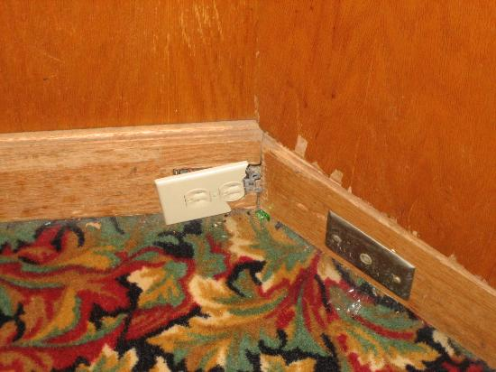 Rodeway Inn Montgomery : Got to be some type of fire code violation?