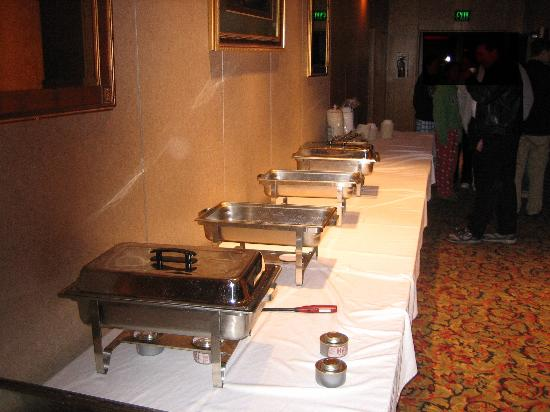 Rodeway Inn Montgomery : Buffet wasn't close to ready at the agreed upon (paid for!) time.