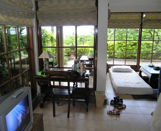 The Damai: room with an extra bed