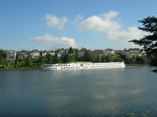 CONTEL Hotel Koblenz: River out the back
