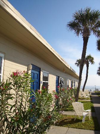 Shoreline All Suites Inn & Cabana Colony Cottages: The Shoreline