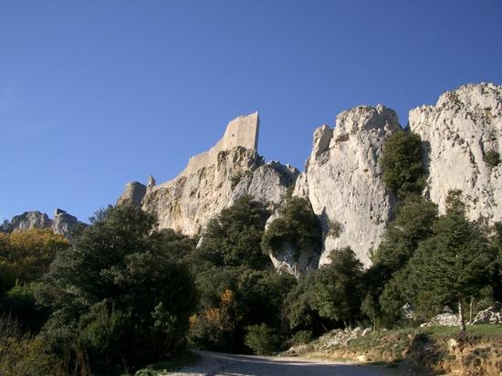 Château de Peyrepertuse : Looking up from the carpark - it looks incredibly high up but the walk is worth it!