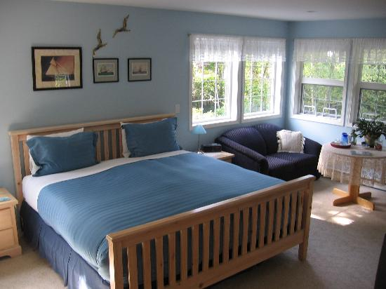 Seafarer's Bed and Breakfast: Portside Room