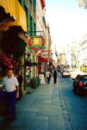 Manoir de L'Esplanade: just down the street in Old Quebec
