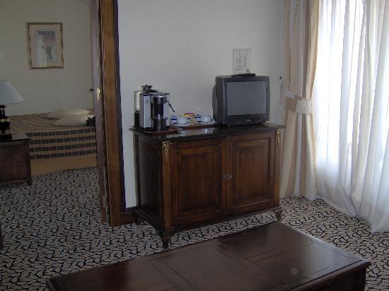Hotel Nash Ville: suite sitting room
