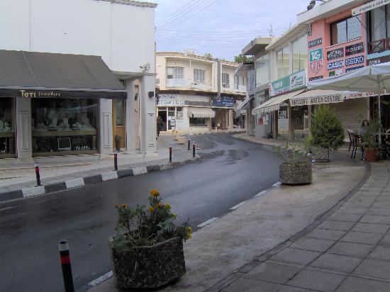 Pafos, Chipre: paphos street