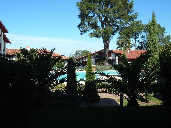 Apartamentos Pierre & Vacances Villa Maldagora: view of pool from apartment