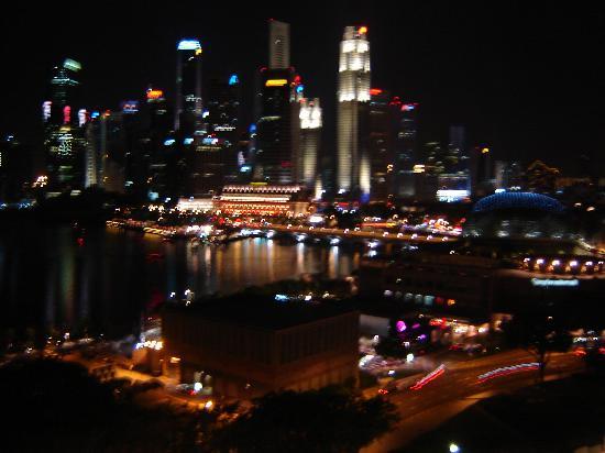Mandarin Oriental, Singapore : Harbourview Room Nighttime