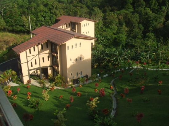 Arenal Kioro Suites & Spa: One of the buildings that house the rooms.