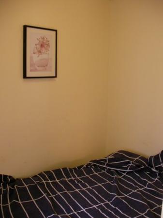 Las Ramblas Apartments I: Cramped small room, Sant Jaume Bed and Breakfast