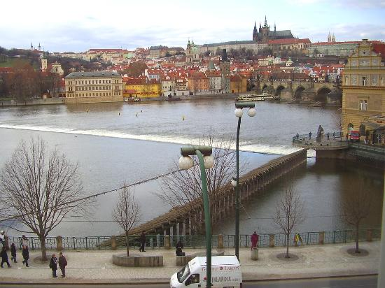 Smetana Hotel : Charles Bridge view in February