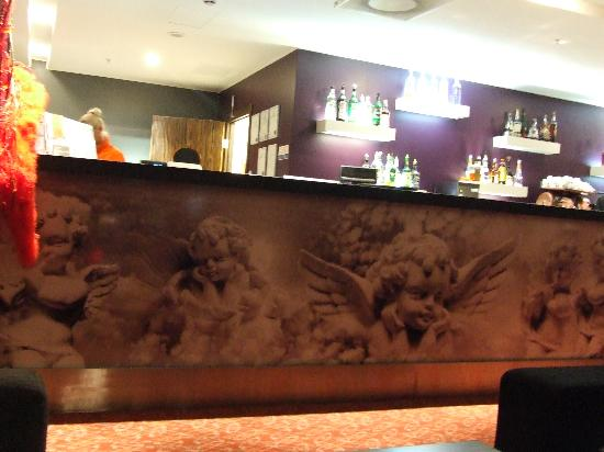 Albert Hotel: The Star Lounge bar at night