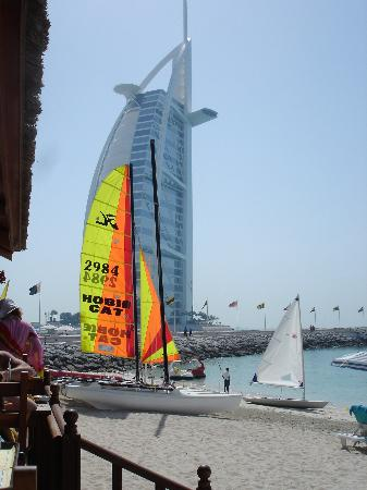 Jumeirah Beach Hotel: Burj inspiration ?