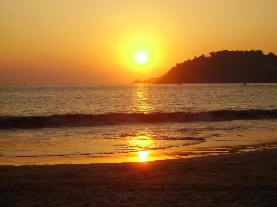 Zihuatanejo, Mexiko: sunset on La ropa beach