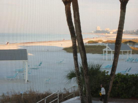 The Casa Blanca: Beach south from screened in porch